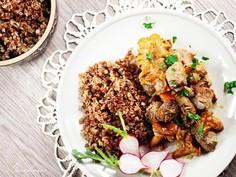 Wołowina z kurkami przyprawiana jałowcem i cząbrem