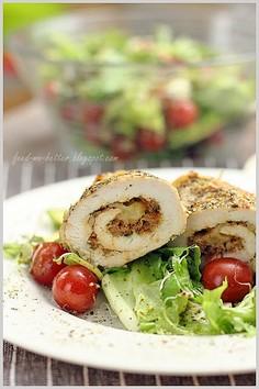 Roladki z kurczaka na sałacie
