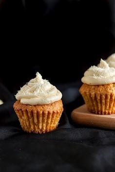 Cupcakes waniliowe z kremem z białej czekolady