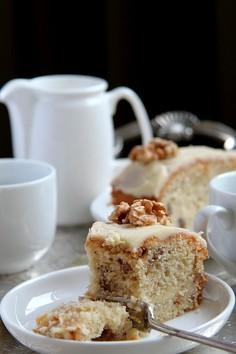 Przekładane ciasto kawowe z orzechami