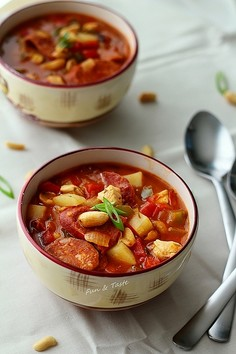 Zupa gulaszowa z orzechami