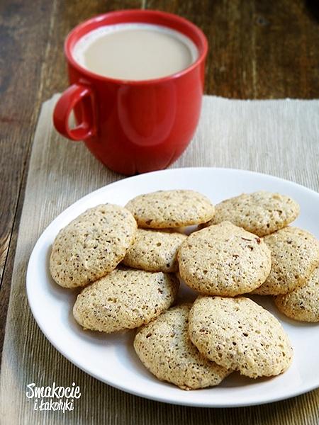 Lekkie bezowe ciasteczka z orzechami