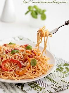 Pikantne spaghetti z papryką