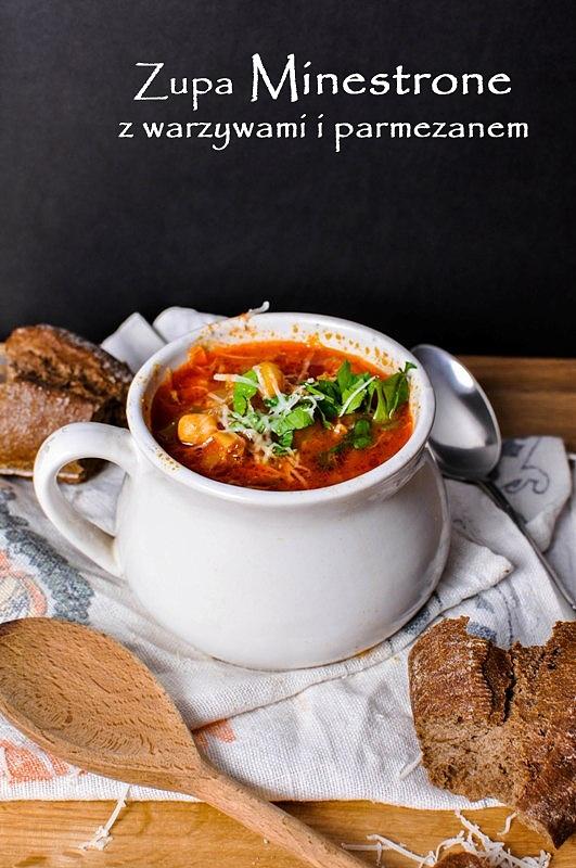 Zupa Minestrone z warzywami i parmezanem