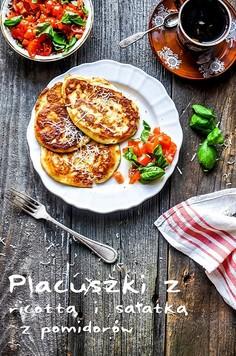 Placuszki z ricottą i sałatką z pomidorów