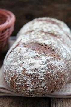 Chleb na zakwasie z siemieniem lnianym i słonecznikiem