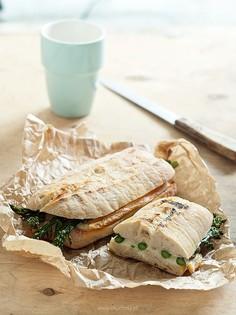 Kanapki na ciepło ze szparagami i serem raclette