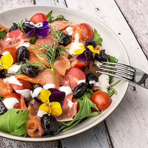 Sałata z łososiem