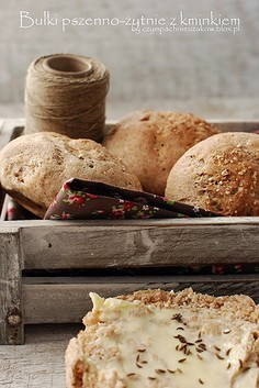 Bułki pszenno-żytnie z kminkiem
