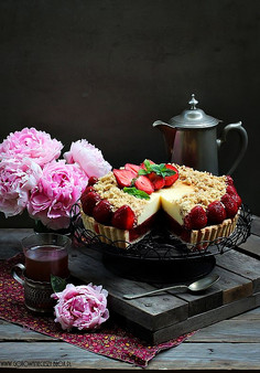 Tarta truskawkowa z serem i kruszonką