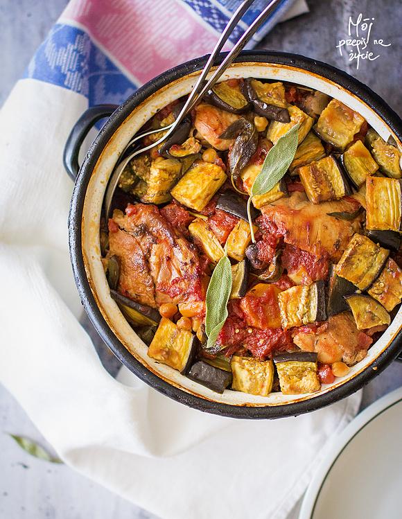 Casserole z kurczakiem, pomidorami, bakłażanem i ciecierzycą