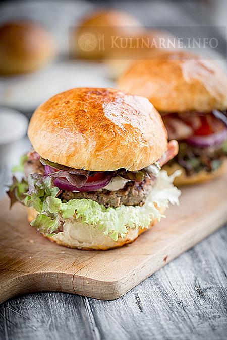 Domowe burgery wołowe