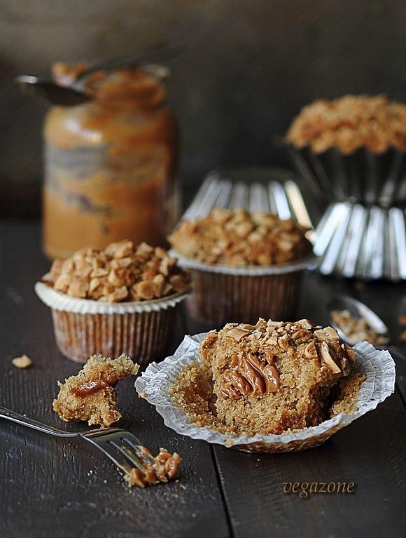 Muffinki z masłem orzechowym i kajmakiem