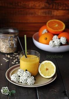 Koktajl owsiany z mango i pomarańczą (bez mleka)
