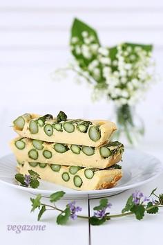 Zapiekany omlet z zielonymi szparagami