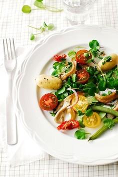 Zdrowa sałatka z boczniakami