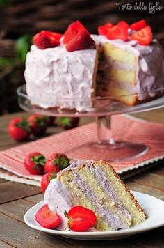 Tort truskawkowo-jagodowy