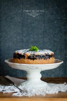 Ciasto z budyniem i jagodami