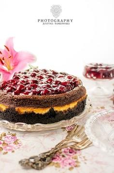 Sernik marmurkowy czekoladowo waniliowy z likierem i frużeliną wiśniową
