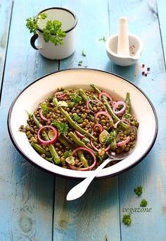 Sałatka z fasolki szparagowej i mung (wg Yotama Ottolenghi)
