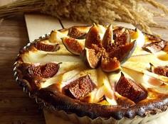 Tarta z figami, gruszkami i białym serkiem
