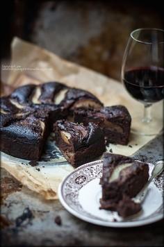 Ciasto czekoladowe z gruszkami na winie