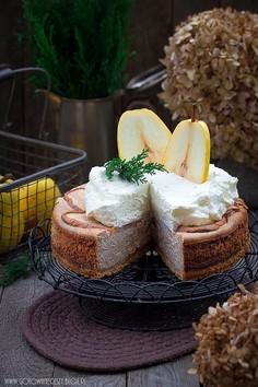 Piernikowy sernik z gruszkami