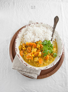 Wegańska korma, czyli kremowe curry z warzywami sezonowymi