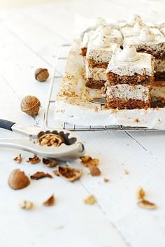 Ciasto orzechowe z czekoladową pianką stracciatella