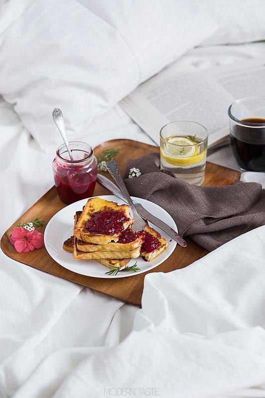 Kokosowe tosty francuskie na śniadanie w łóżku