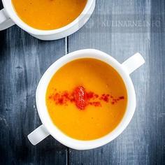 Zupa z dyni z pieczoną papryką