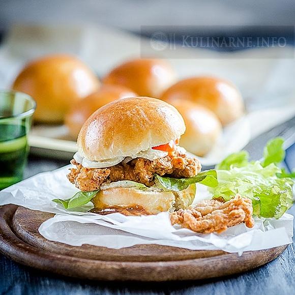Domowy chickenburger