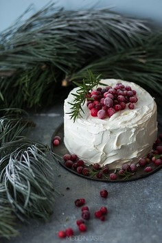 Tort żurawinowy z białą czekoladą