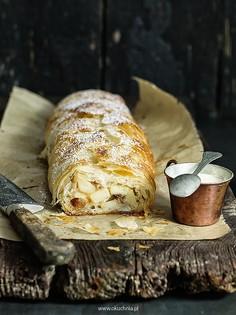 Strudel jabłkowy z ciasta filo z kremem anglaise
