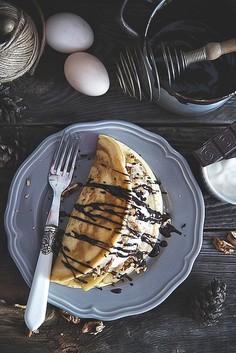 Omlet z mąki orkiszowej z karmelizowanymi bananami