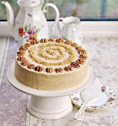 Tort miodowo - orzechowy wielowarstwowy