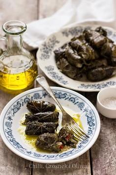 Libańskie gołąbki w liściach winogron, z ryżem, warzywami i ciecierzycą