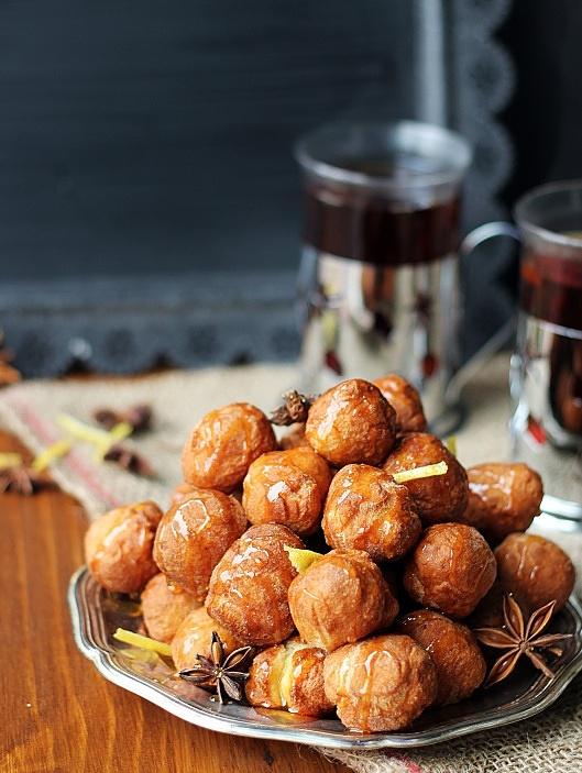 Struffoli - włoskie pączki w miodowym syropie