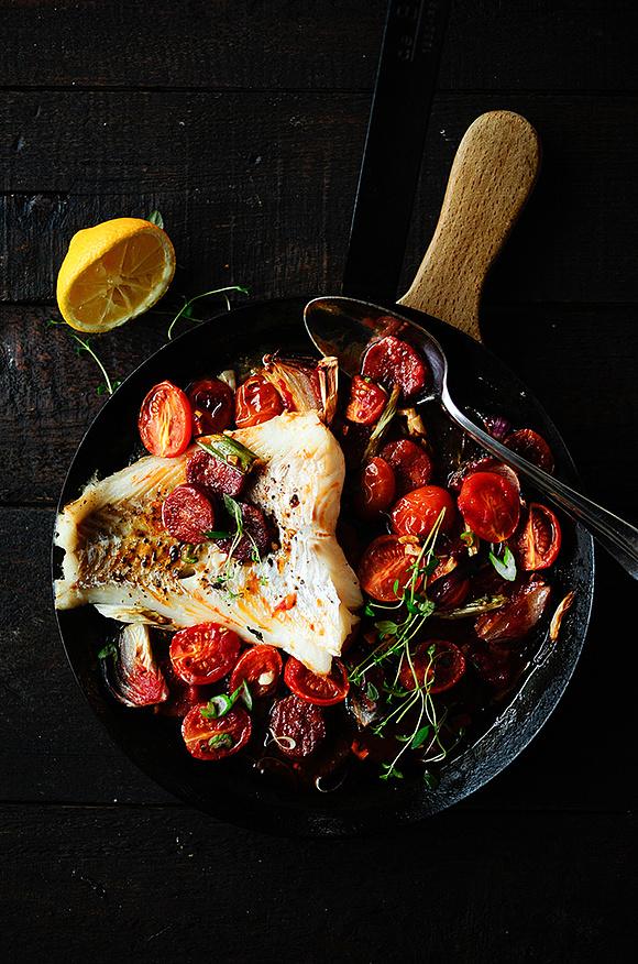 Dorsz z chorizo i pomidorkami