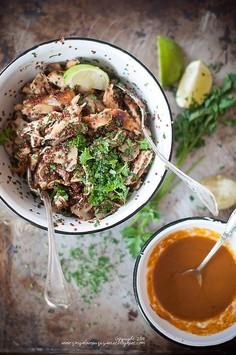 Sałatka z quinoa, kurczakiem i pieczarkami