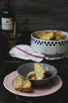 Włoskie ciasteczka z migdałami, czyli cantuccini
