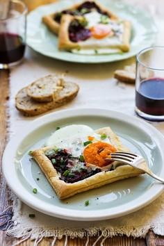 Tarta z botwinką, gorgonzolą i jajkiem
