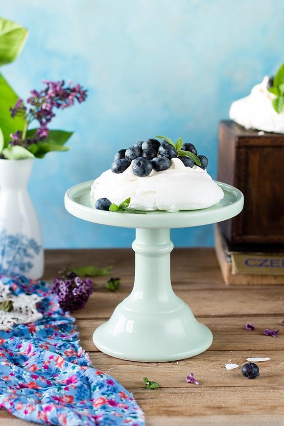 Mini Pavlova z sezonowymi owocami