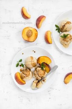 Brzoskwiniowe lody z octem balsamicznym