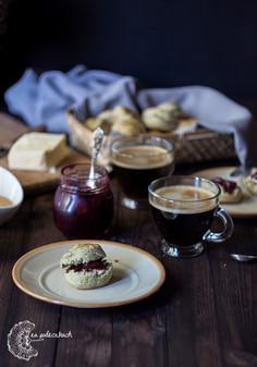 Bułeczki śniadaniowe scones z zieloną herbatą matcha