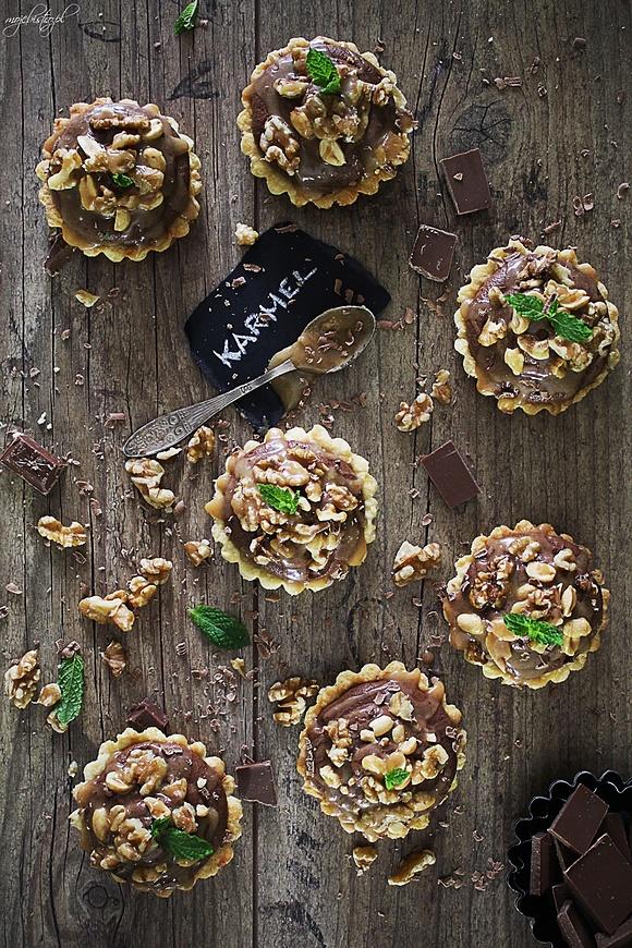 Mini tarty karmelowe z musem czekoladowym