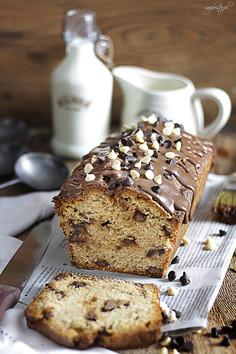 Wilgotne ciasto cynamonowe z czekoladą