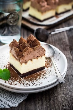 Delikatny sernik z czekoladą i musem