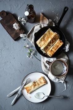 Ruloniki z ciasta filo z brokułem, serem feta i szpinakiem