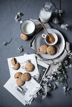 Bezglutenowe ciasteczka z mąki z amarantusa i migdałów, z czekoladą